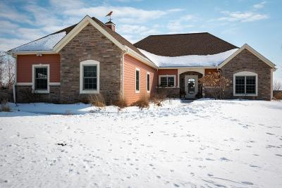 West Bend Single Family Home Active Contingent With Offer: 4685 Oakwood Ct