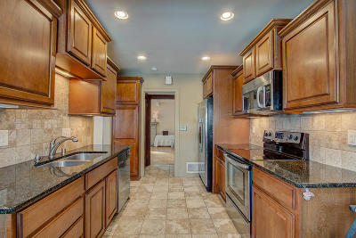 Waukesha Single Family Home Active Contingent With Offer: 709 N Cumberland Dr