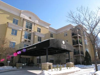Milwaukee Condo/Townhouse For Sale: 1300 N Prospect Ave #224