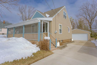 Waukesha Single Family Home Active Contingent With Offer: 813 Westowne Ave