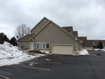 Pewaukee Condo/Townhouse Active Contingent With Offer: 1066 Quinlan Dr #A