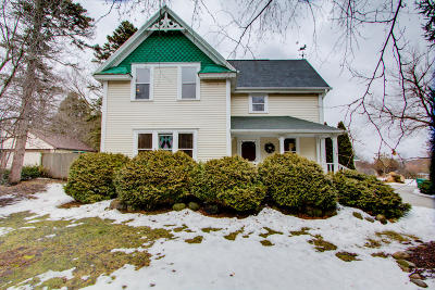 Mequon Single Family Home For Sale: 10856 N Wauwatosa Rd