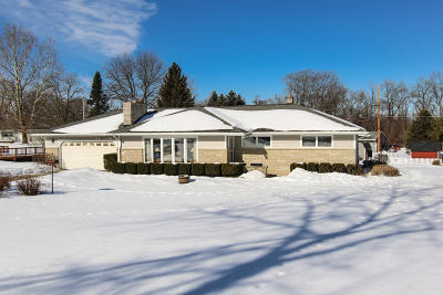 Menomonee Falls Single Family Home Active Contingent With Offer: W160n6265 Edgemont Dr