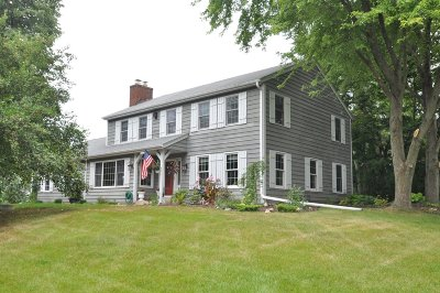 Cedarburg Single Family Home Active Contingent With Offer: 11344 Hidden Valley Dr