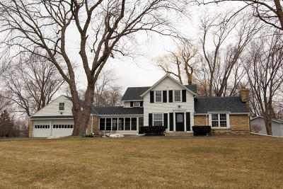 Milwaukee County Single Family Home For Sale: 222 W Apple Tree Rd