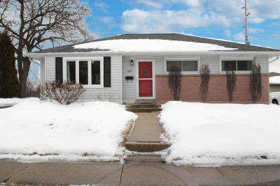 Waukesha Single Family Home Active Contingent With Offer: 1619 Birch Dr