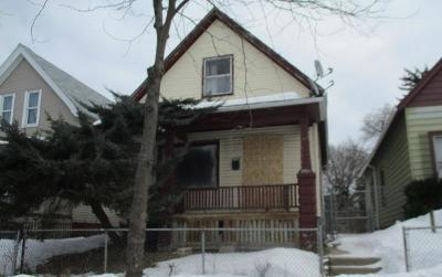Milwaukee Single Family Home Active Contingent With Offer: 2724 N 24th St