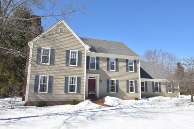 Mequon Single Family Home Active Contingent With Offer: 10315 N Waterleaf Ct