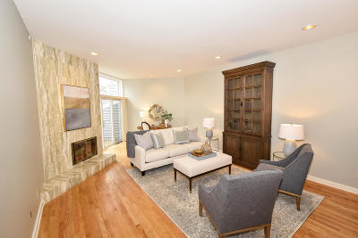 Milwaukee Condo/Townhouse Active Contingent With Offer: 1131 N Edison St