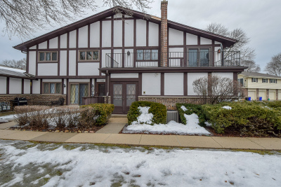 Brookfield Condo/Townhouse Active Contingent With Offer: 17658 Nassau Dr