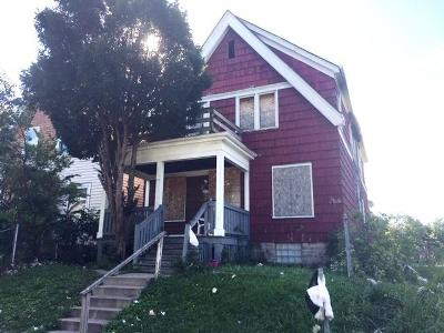 Milwaukee Single Family Home For Sale: 3065 N 28th St
