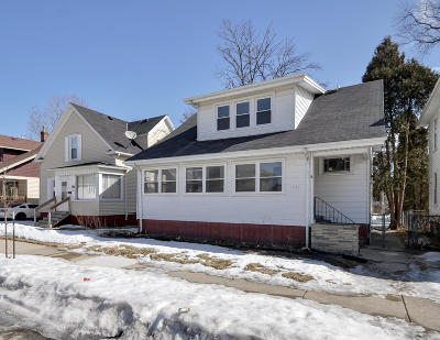 Racine Single Family Home Active Contingent With Offer: 1639 Holmes Ave