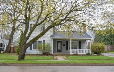 Lake Geneva Single Family Home Active Contingent With Offer: 1215 Center St