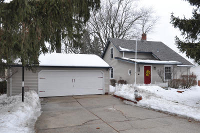 Grafton Single Family Home Active Contingent With Offer: 1009 17th Ave