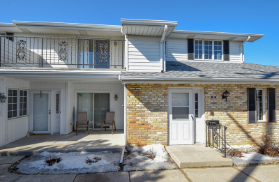 Kenosha Condo/Townhouse Active Contingent With Offer: 8620 30th Ave #201