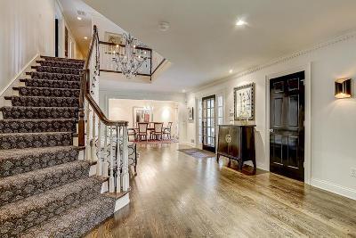 Milwaukee County Single Family Home For Sale: 233 E Ravine Baye Rd