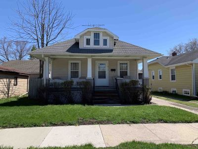 Racine Single Family Home For Sale: 1913 Russet St