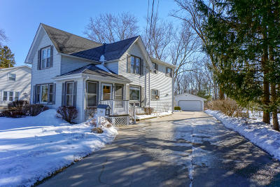 Hartland Single Family Home Active Contingent With Offer: 596 North Ave