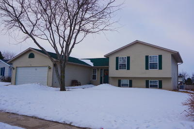 Lake Mills Single Family Home Active Contingent With Offer: 213 Crestview Ln