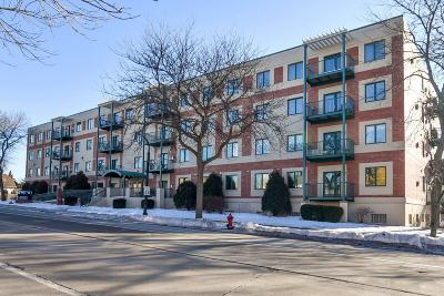Shorewood Condo/Townhouse For Sale: 3710 N Oakland Ave #303