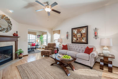 Waukesha Condo/Townhouse Active Contingent With Offer: 2728 Portage Cir