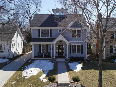 Milwaukee County Single Family Home Active Contingent With Offer: 835 E Glen Ave