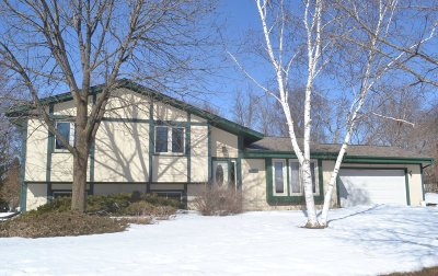 Pewaukee Single Family Home Active Contingent With Offer: 1239 Timber Rdg