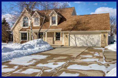 New Berlin Single Family Home Active Contingent With Offer: 14010 W Farrell Dr