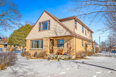Milwaukee WI Two Family Home Active Contingent With Offer: $234,900