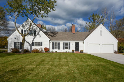 Mequon Single Family Home Active Contingent With Offer: 9922 N Thornapple Ln