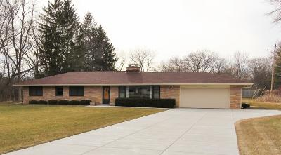 Mequon Single Family Home For Sale: 11229 N Valley Dr