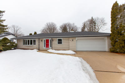 New Berlin Single Family Home Active Contingent With Offer: 3575 S Russel Rd
