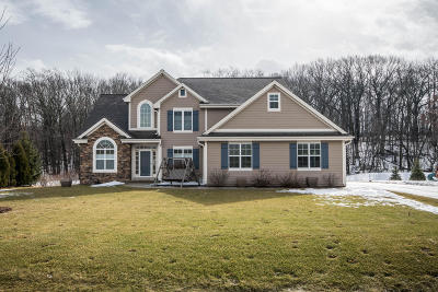 Waukesha Single Family Home For Sale: W221s4072 Crestview Dr