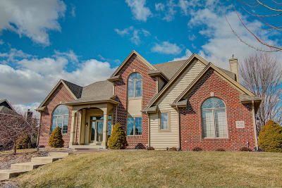 Menomonee Falls Single Family Home Active Contingent With Offer: W146n7151 Winter Hollow Dr