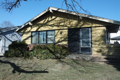 Single Family Home For Sale: 4044 S 91st Pl