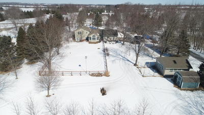 Oconomowoc Single Family Home Active Contingent With Offer: N79w34955 Petersen Rd