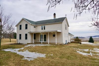 Fort Atkinson WI Single Family Home Active Contingent With Offer: $275,000