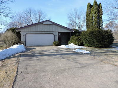 Mukwonago Single Family Home For Sale: W311s9071 Moccasin Trl