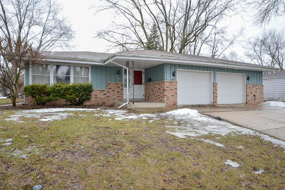 Waukesha Single Family Home For Sale: 1509 Greenway Ter
