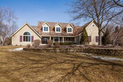 Pewaukee Single Family Home For Sale: N32w23544 Fieldside Rd