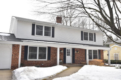 Cedarburg Condo/Townhouse Active Contingent With Offer: N67w6926 Cleveland St