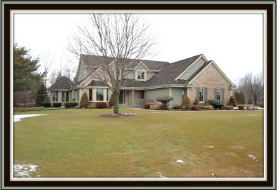 Oak Creek Single Family Home Active Contingent With Offer: 10675 S Shangrila Ct