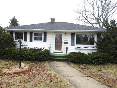 Kenosha Single Family Home Active Contingent With Offer: 2223 24th Ave