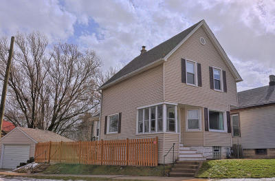 Milwaukee Single Family Home Active Contingent With Offer: 2678 S Clement Ave