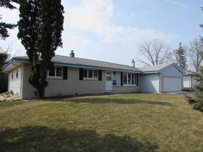 Menomonee Falls Single Family Home Active Contingent With Offer: N91w17529 Saint Regis Dr