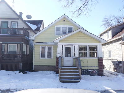 Milwaukee Single Family Home Active Contingent With Offer: 2215 E Holt Ave
