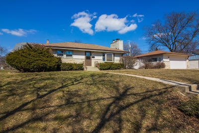 Single Family Home Active Contingent With Offer: 324 W Bolivar Ave