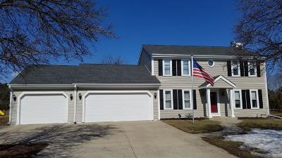 Waukesha Single Family Home For Sale: S22w27564 Fenway Dr S