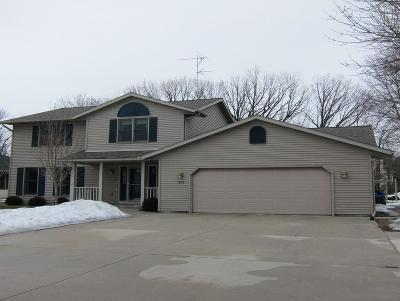 Sheboygan Single Family Home Active Contingent With Offer: 4318 Redwing Dr