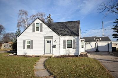 West Bend Single Family Home Active Contingent With Offer: 833 W Lincoln Dr